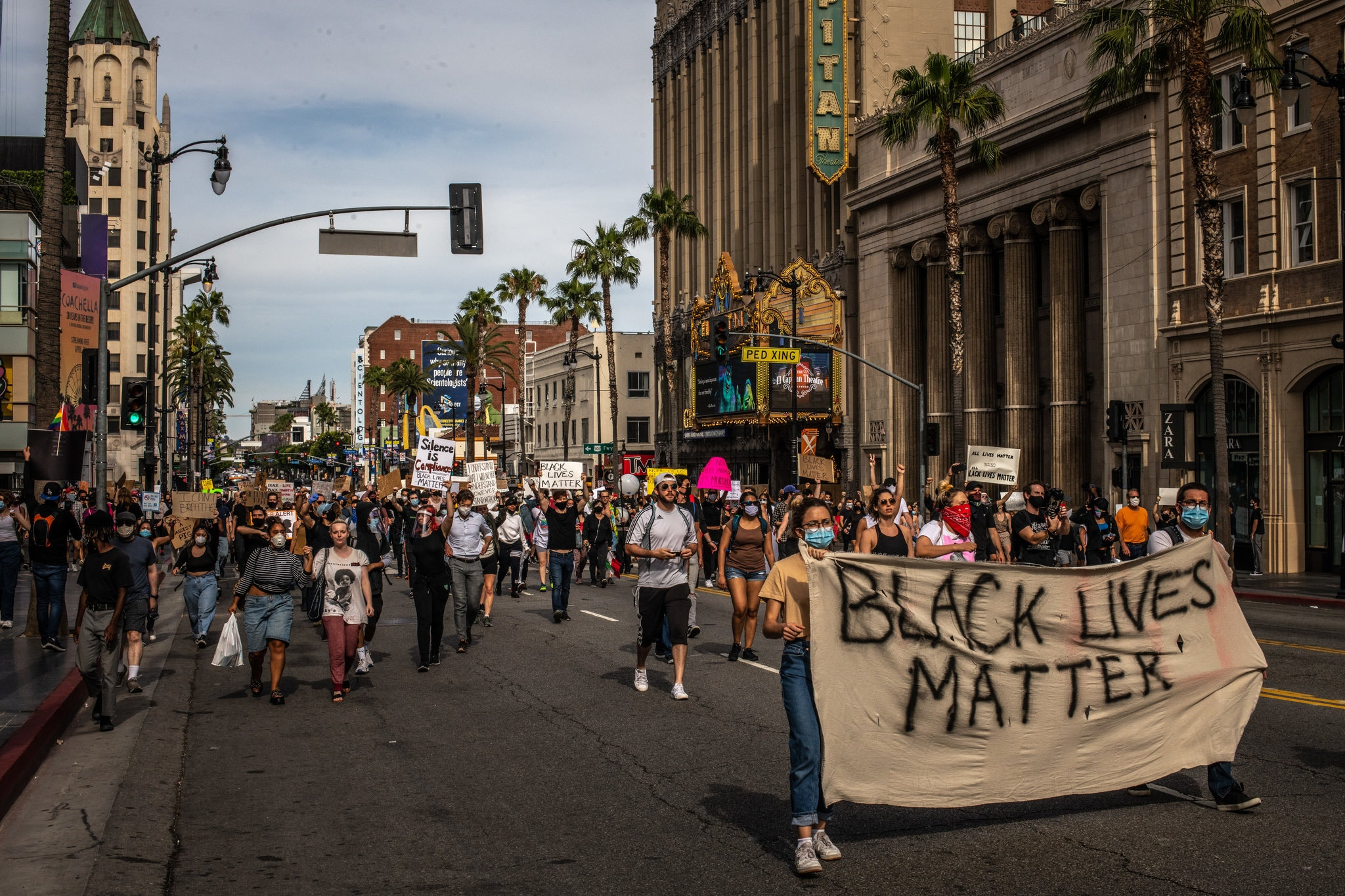 تظاهرات و درگیری مردم با پلیس در آمریکا همچنان ادامه دارد