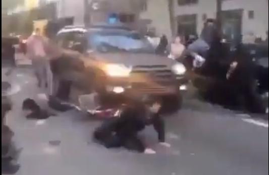 زیر کردن مردم معترض آمریکا توسط پلیس با ماشین