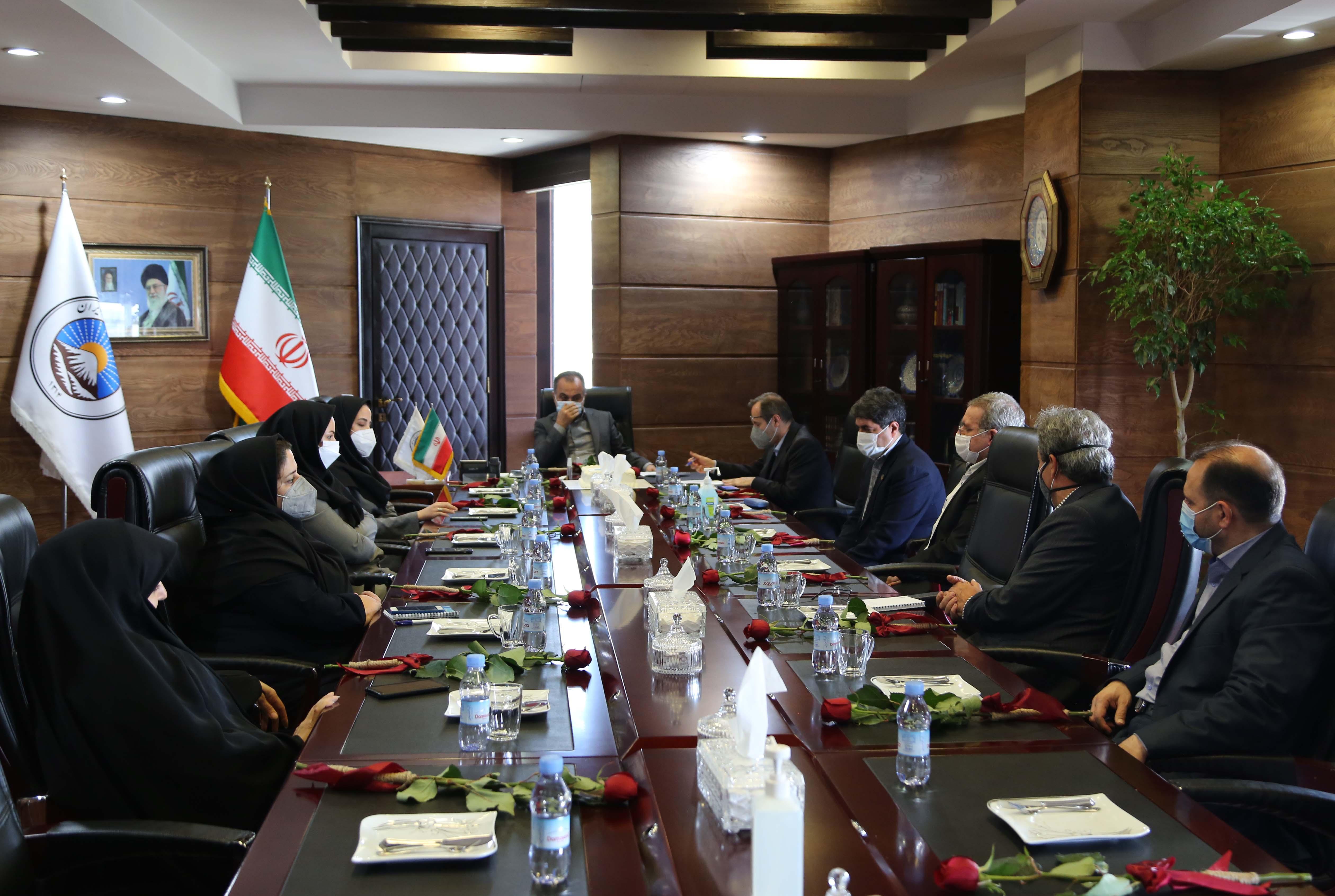 دیدار مدیرعامل بیمه ایران با کارکنان روابط عمومی شرکت در روز ملی ارتباطات و روابط عمومی