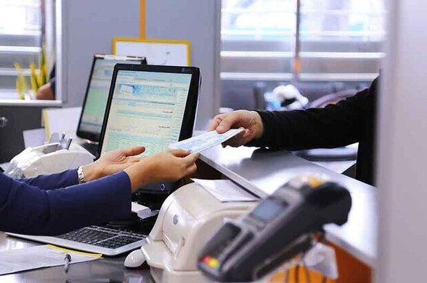 کارمندان بانکها از عدم برنامه دولت برای واکسیناسیون گلایه مندند